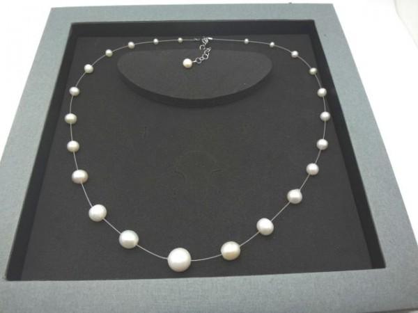 Perlencollier einrreihig im Verlauf